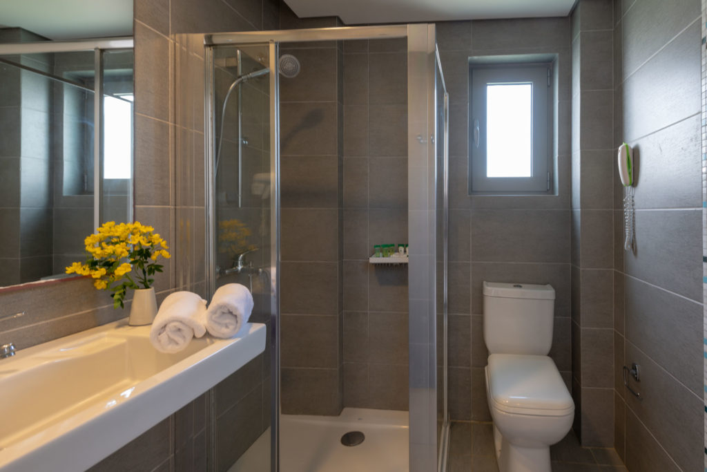 En Suite Bathroom - Maritimo Beach Hotel Crete