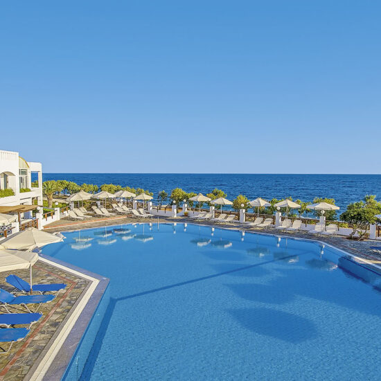 Main Swimming Pool - Maritimo Beach Hotel 11
